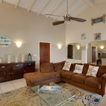 Large Spacious Living room villa lunt